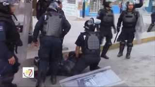 preview picture of video 'Federales Atropellados por Normalistas en Chilpancingo Guerrero.'