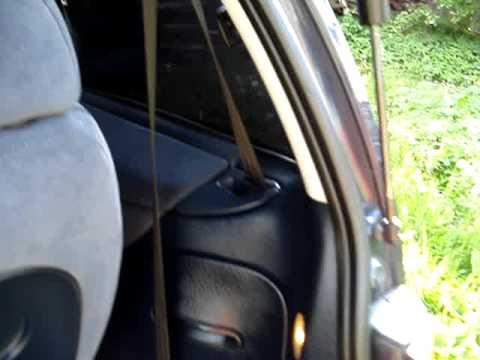 Im Wagen riecht nach dem Benzin sehr