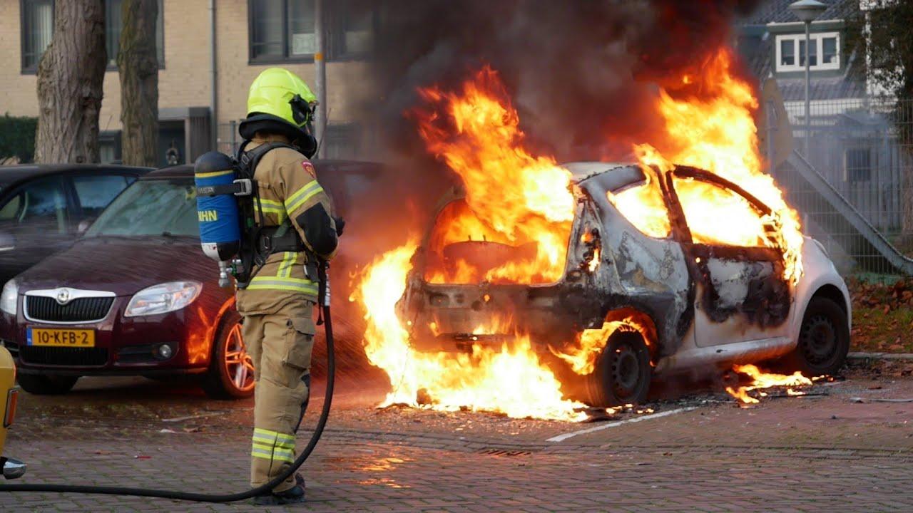 [Primeur] Grote vlammen bij flinke autobrand in Alkmaar!