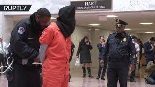 В США полиция задержала «заключённых» Гуантанамо