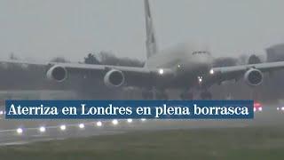 En vertical y con vientos de 80 km/h, así tuvo que aterrizar este avión en Londres