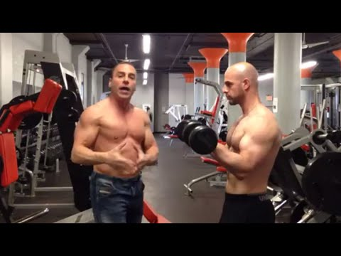 Twisting Standing Dumbbell Biceps Curl