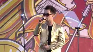 "APMAs 2014: Brendon Urie covers Frank Sinatra's ""Luck Be A Lady"" and ""Fly Me To The Moon"""