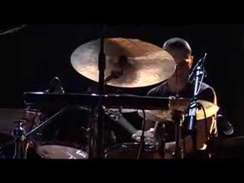 Nik Bärtsch's Ronin Live at Jazzfestival Berlin 06 (2/3) online metal music video by NIK BÄRTSCH