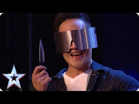 DANGER ALERT: Blindfolded magician THROWS A KNIFE at Dec! | Auditions | BGT 2018 (видео)