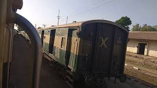 preview picture of video 'Jaffar Express Leaving Jacoabbad Station'