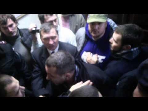 Видео драки в суде над Мосийчуком