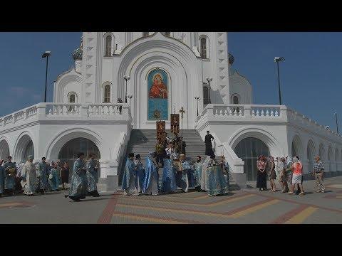Церковь и девушка картинки