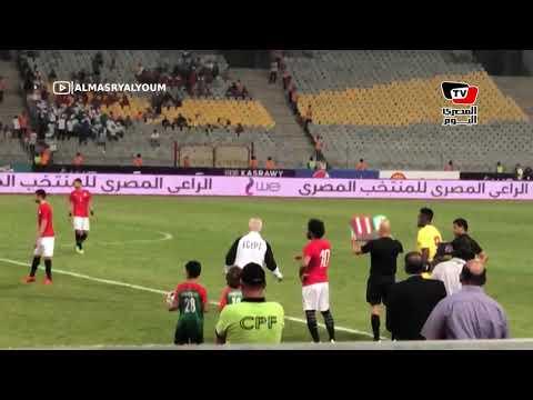رد فعل الجماهير لحظة نزول محمد صلاح