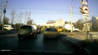 Очередной грузовик пытался проскочить на красный