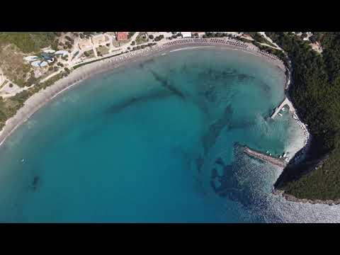 Αρίλλα Πέρδικας: Η παραλία που μοιάζει με πισίνα από ψηλά