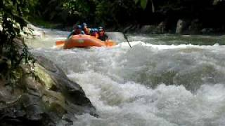 preview picture of video 'White Water Rafting Sg. Kampar, Gopeng'