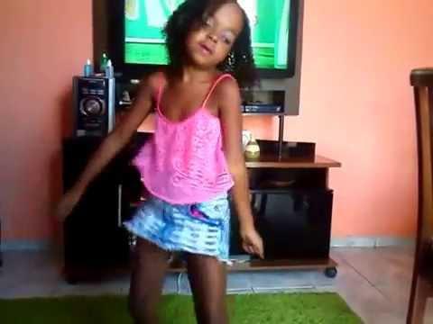 Duda dançando anitta