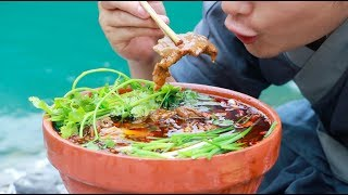 A Delicious Food From Sichuan,Scented And Spicy,Boiled Beef。(水煮牛肉,正宗川味的巅峰味道)