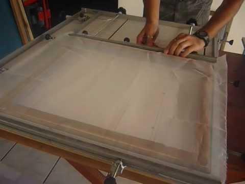 homemade silkscreen stretcher / esticador de telas para serigrafia - esticando