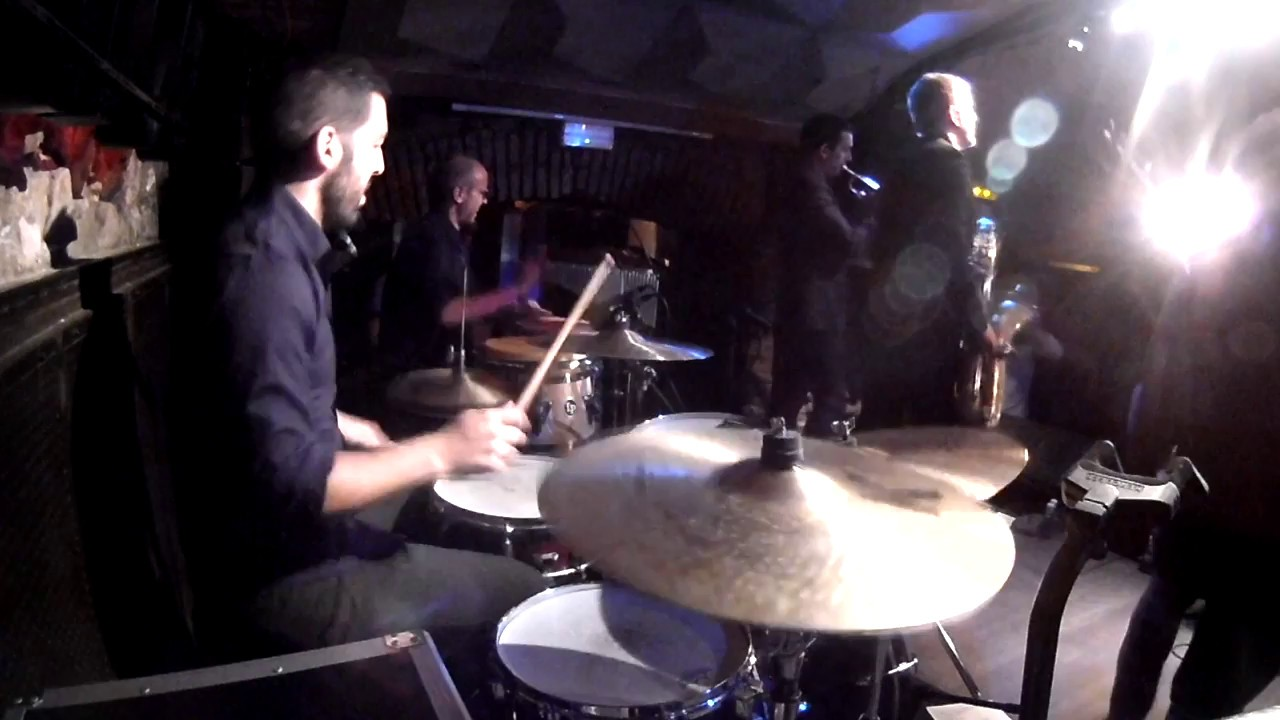 "DrumCam -  ""Dirty on the Groove"" ao vivo com The Slingshots em Barcelona"