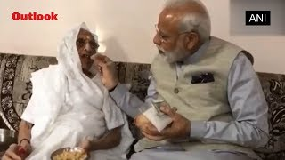 PM Modi meets his mother, seeks blessings