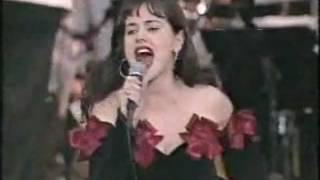 Tina Arena - I Still Haven't Found What I'm Looking For (Live at Carols in the Domain 1988)