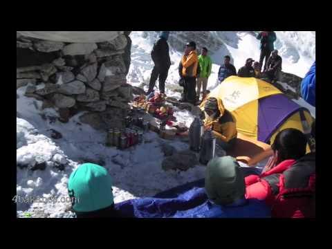 Hegymászó trauma, Tragédia Nepálban - Száz hegymászó tűnt el