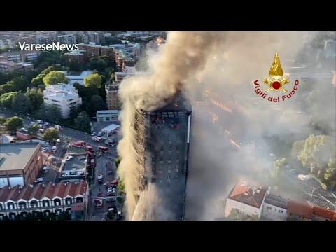 Grattacielo in fiamme a Milano