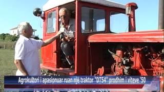 08 09 2015   Durrës, agrokultori i apasionuar ruan një traktor DT54 prodhim i viteve 50