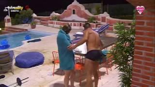 Juliana e Enzo beijam-se na piscina?