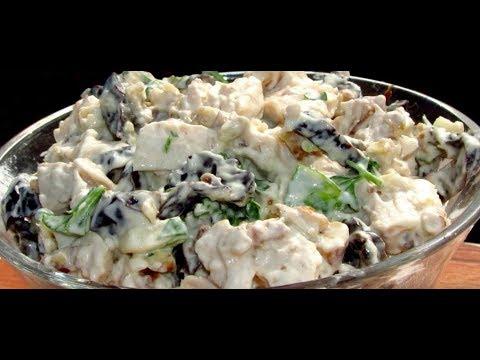 Салат с куриного  филе с черносливом