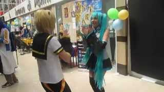 1, 2 Fanclub - Miku & Len (playing - practicicing) in the Akihabara Center event