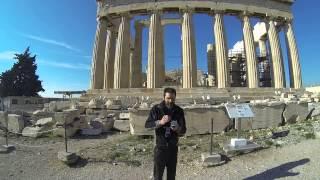 Comer un yogurt Griego bien cremoso en la Acropolis de Atenas