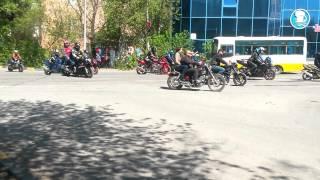 Смотреть онлайн Трамвай наехал на едущего мотоциклиста 9 мая 2014