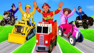Kinder lernen Berufe mit Feuerwehrauto, Bagger, Polizeiauto und Spielzeugfahrzeugen.