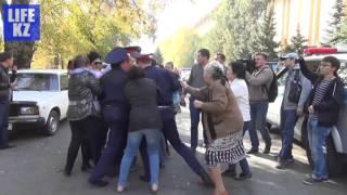 Полицейские Алматы напали на журналиста, но он сбежал