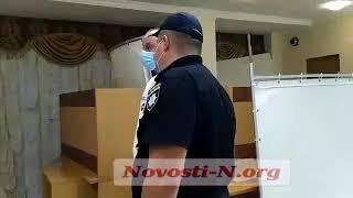 В Николаеве на заседании облизбиркома нардеп заявил о подмене списков кандидатов и вызвал полицию