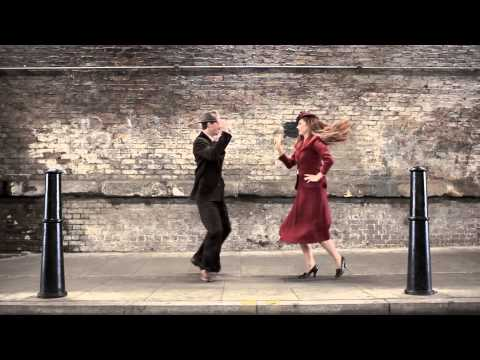 Video: 100 Años De Moda y Danza En 100 Segundos