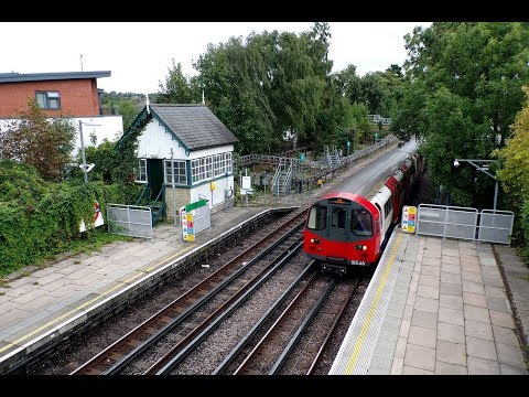 London Underground 1995 Stock at Woodside Park Station 12th …