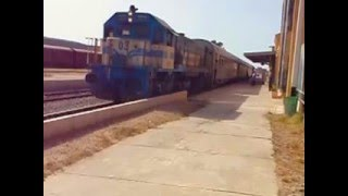 preview picture of video 'SNTF Algeria: 040 DH 03 departing Oued Tlelat'