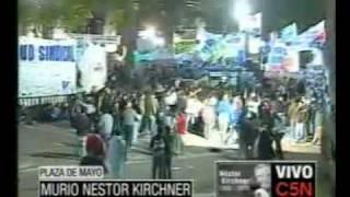 Pueblo Argentino Pasa La Noche En La Plaza De Mayo Esperando Dar El Ultimo Adios A Nestor Kirchner