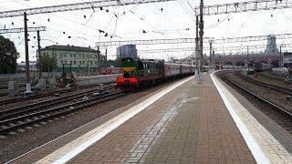 Тепловоз ЧМЭ3Э-6729 с пассажирским поездом отправляется с Казанского вокзала