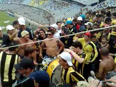 """""""no como los del bolso q son amargos........"""" Barra: Barra Amsterdam • Club: Peñarol"""