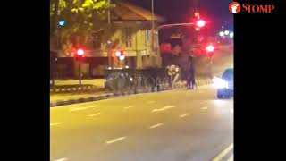 Men exchange blows in 3 vs 1 fight in middle of River Valley Road at 3am