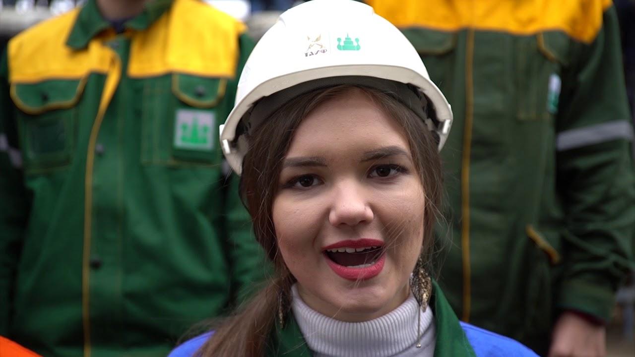 Рабочие из Казани перепели известный хит группы Queen