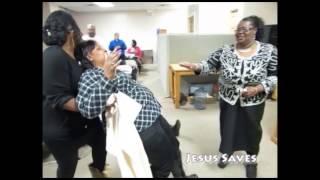 Prophetess Gloria Jones | Praying for people | People Falling Down from Prayer