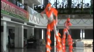 Танцоры на ходулях
