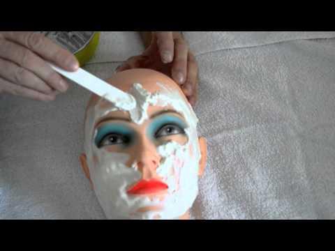 Die Maske für die Person aus dem Ei das Eigelb von den Pickeln