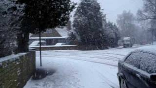 preview picture of video 'Falling snow in West Drayton, London (VI) 6 Jan 2010'
