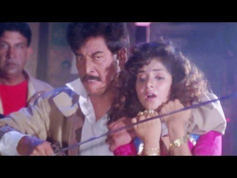 Danny Denzongpa, Sunil Shetty, Divya Bharti, Balwaan - Action Scene 21/24