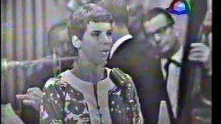 Elis Regina canta em final em Festival de música da TV Record (1967)