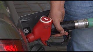 Саратовцы устроили одиночные пикеты против цен на бензин