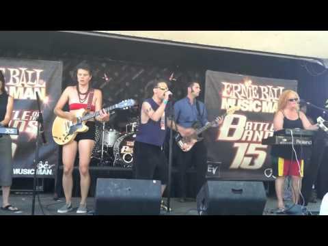 The Scotch Bonetts perform 'I Do' @the Warp Tour