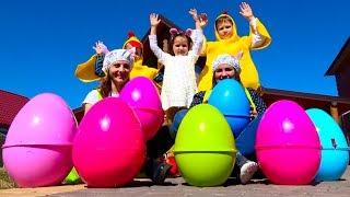 Челлендж Easter Egg Hunt, ищем сюрпризы в яйцах / Мальчики против девочек